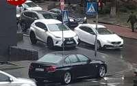 Люди, в очередной раз, поудивлялись героине парковки в столице