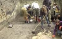 Археологи раскопали древнюю украинскую церковь (видео)
