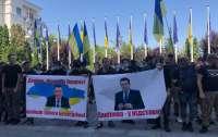 Центр Киева заблокирован: к ОП пришли разгневанные активисты (видео)