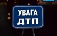 ДТП в Киеве: пьяный водитель протаранил на всей скорости отбойник (видео)