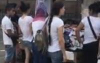 В сети показали, как работают воровки на Центральном ж/д вокзале в Киеве (видео)