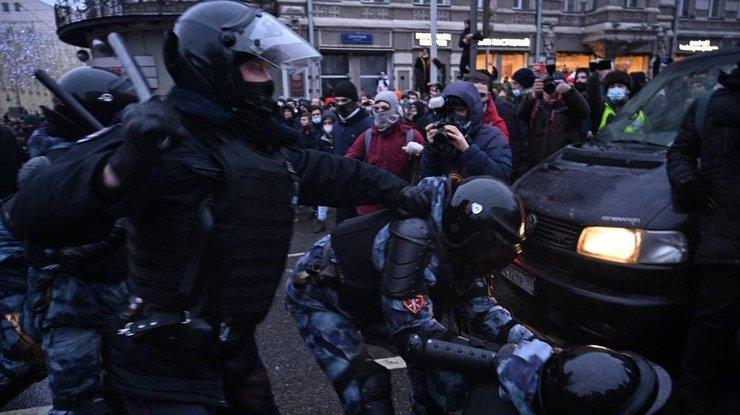 Протесты в России: силовики задержали более двух тысяч протестующих