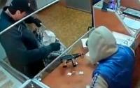 На Буковине злоумышленники в масках напали на ювелирный магазин
