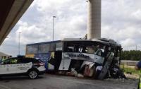 В Испании автобус врезался в мост, много погибших