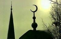 В Крыму школьники забросали мечеть камнями