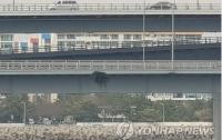 Российское судно с пьяным капитаном врезалось в мост (видео)