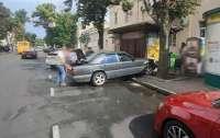 ДТП в центре Одессы: Mercedes сбил пешехода на тротуаре
