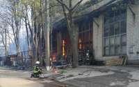 Мужчина разжигал мангал, а горел целый склад