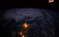 Астронавт ESA опубликовал снимок тайфуна Дэмри из космоса