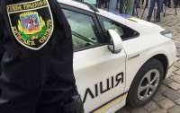 На Киевщине пьяная женщина после застолья набросилась на полицейского