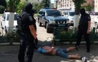Иностранец пытался похитить молодую девушку