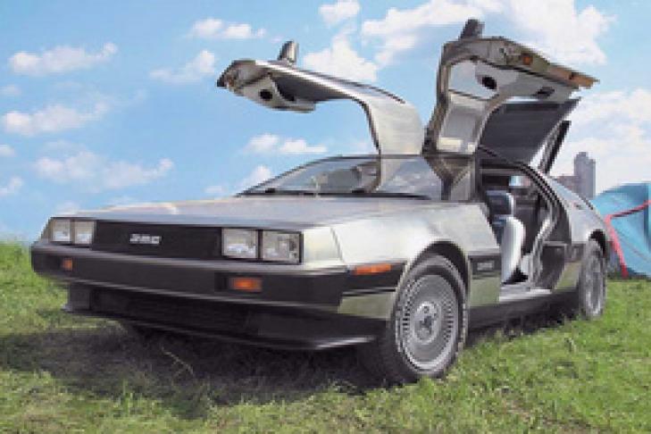 Один парень, влюбился в автомобиль из фильма назад в будущее