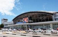 Крупную партию контрабандных мобильных телефонов задержали в аэропорту