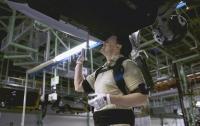 Ford первым в мире сделал экзоскелеты стандартным оснащением для рабочих конвейера
