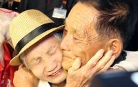 Встреча разделенных семей в КНДР: мать увидела сына после 68 лет разлуки
