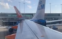 Один самолет врезался в другой прямо в аэропорту Амстердама