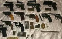 На Днепропетровщине полиция обнаружила арсенал оружия в квартире