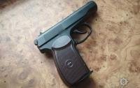 На Полтавщине подросток из пистолета расстрелял окна магазина
