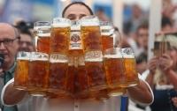 У Баварії кельнер приніс за раз 29 келихів пива і встановив світовий рекорд