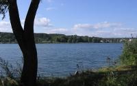 Киевское озеро окрасилось в бирюзовый цвет. ФОТО