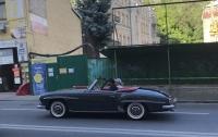 В Киеве появился редкий родстер Mercedes-Benz 50-х годов