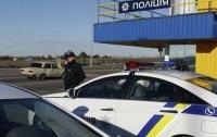 Мужчине скрутили руки и затолкали в авто: в Киеве введен план
