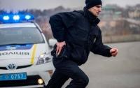 На Киевщине полицейский выстрелил в вооруженного нападающего