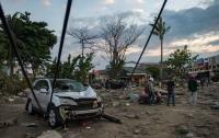 Число жертв землетрясения и цунами в Индонезии значительно возросло
