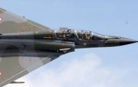 Военный самолет во Франции случайно сбросил бомбу на завод