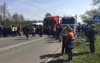 Селяни Переяславщини вже шосту годину блокують трасу Бориспіль-Кременчук