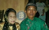 В Индонезии 16-летний подросток женился на 71-летней женщине (видео)