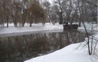Горячую воду в одном из столичных районов подавали прямо в озеро, а не в квартиры (видео)