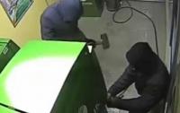 В Киеве ограбили банкомат: вытащили 300 тысяч гривен