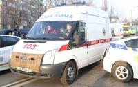 Под Киевом молодая девушка упала с 14-го этажа на крышу авто