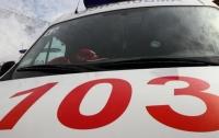 Разлетелись части тела: в Киеве мужчина выпал из окна гостиницы