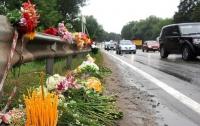 В России хотят запретить похоронные венки на обочинах