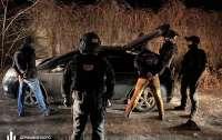 Киевские полицейские незаконно удерживали мужчину в гараже и требовали деньги