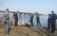 Возле моста Патона в Киеве нашли тело женщины