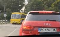Неадекватный водитель чуть не убил детей в салоне своего автобуса