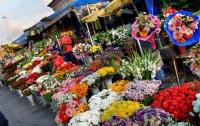 Не всем влюбленным цветы сегодня по карману