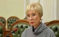 Более семи часов Денисова провела на допросе в прокуратуре