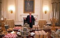 Трамп заказал в Белый дом несколько сотен гамбургеров (фото)