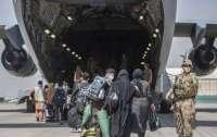 США эвакуировали из Узбекистана полтысячи афганцев