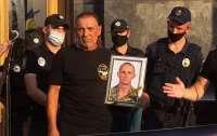 Отец погибшего бойца поинтересовался у Зеленского, где он был, когда волонтеры поднимали армию (видео)