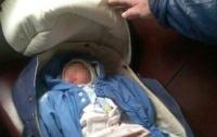 Женщина оставила младенца в вагоне электрички