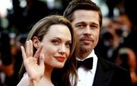 Анжелина Джоли и Брэд Питт официально развелись