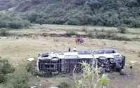 В Эквадоре пассажирский автобус упал в пропасть, много жертв