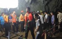 В Таиланде футбольная команда потерялась в пещере