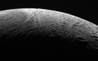 Уфологи обнаружили на спутнике Сатурна обломки корабля инопланетян
