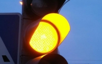Украинцам разрешили ездить на желтый сигнал светофора